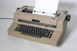 170706  copyshot erma bombeck typewriter for archives  Burgess